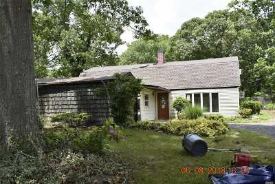 Farmingville Single Family Home For Sale: 15 Radburn Dr