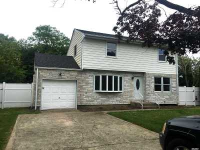 Brentwood Single Family Home For Sale: 19 Bruce Ln