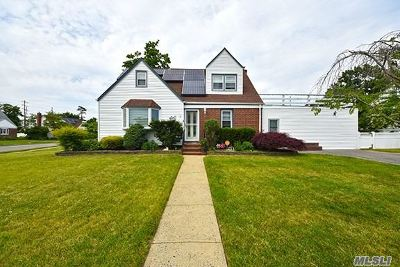 Bellmore Single Family Home For Sale: 20 Airway Dr