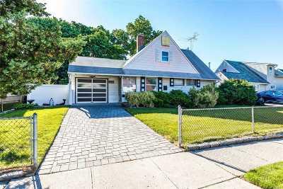 Levittown Single Family Home For Sale: 75 Albatross Rd