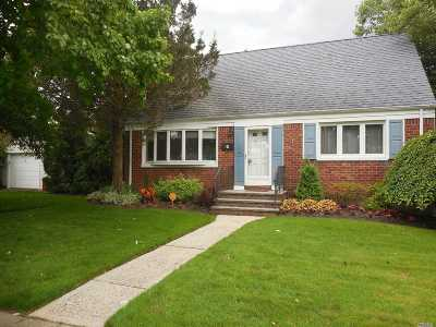 Single Family Home For Sale: 8 Crocus Ave