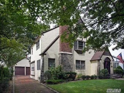 Rockville Centre Single Family Home For Sale: 12 Pickwick Ter
