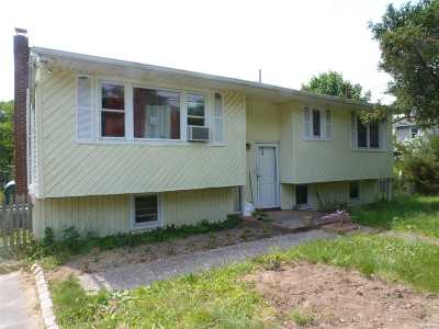Center Moriches Single Family Home For Sale: 86 Brookfield Ave