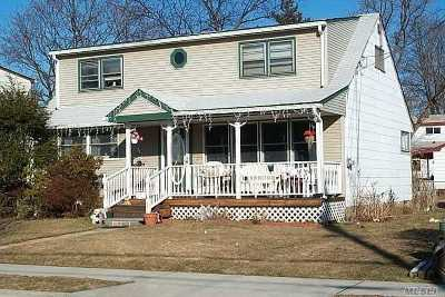 Hicksville Single Family Home For Sale: 49 Moeller St