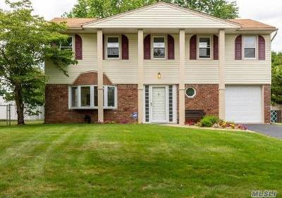 Smithtown Single Family Home For Sale: 67 Wesleyan Rd