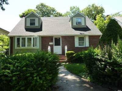 S. Hempstead NY Single Family Home For Sale: $525,000