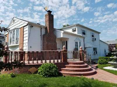 Brooklyn Multi Family Home For Sale: 1381 E 105th St