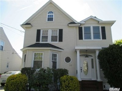 Lynbrook Single Family Home For Sale: 22 Chestnut St