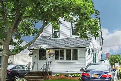 Williston Park Single Family Home For Sale: 94 Sheridan Ave