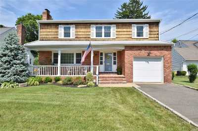 Syosset Single Family Home For Sale: 7 Harmony Ct