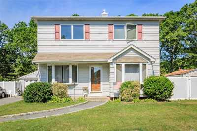 Bay Shore Single Family Home For Sale: 1126 Hyman Ave