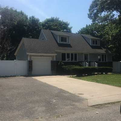 Brentwood Single Family Home For Sale: 48 Jackson Ave