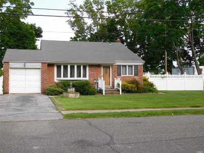 Farmingdale Single Family Home For Sale: 29 Avenue I