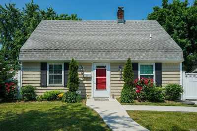 Levittown Single Family Home For Sale: 50 Farm Ln