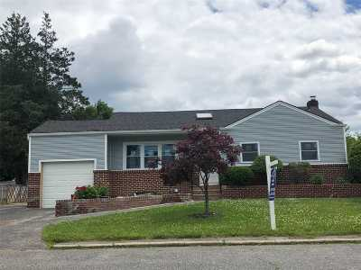 Brentwood Single Family Home For Sale: 76 Morton St