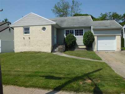 Freeport Single Family Home For Sale: 296 Nassau Ave