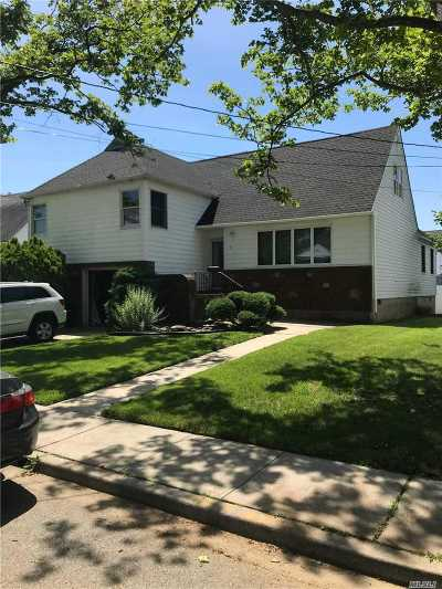 Freeport Single Family Home For Sale: 9 Noon Pl