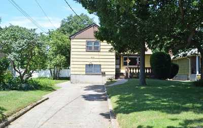 Bay Shore Single Family Home For Sale: 55 W Oakdale St