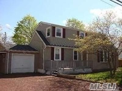 Holbrook Single Family Home For Sale: 174 Sotzen Ave