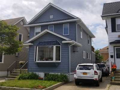 Long Beach Single Family Home For Sale: 636 W Chester St