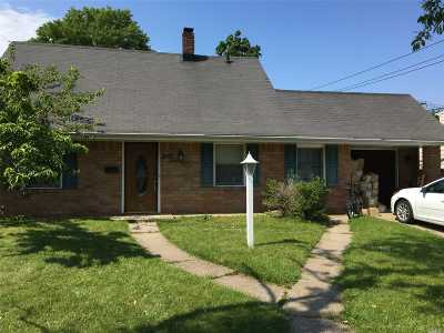 Levittown Single Family Home For Sale: 65 Bluespruce Rd