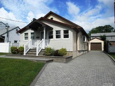 Farmingdale Single Family Home For Sale: 20 Morton St