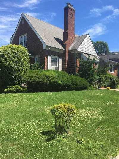 Cedarhurst Single Family Home For Sale: 322 Buckingham Rd