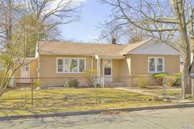 Huntington Single Family Home For Sale: 52 Stuyvesant St