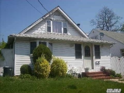 Rockville Centre Single Family Home For Sale: 7 Russell Pl
