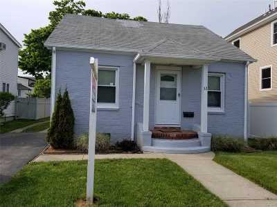 Freeport Single Family Home For Sale: 32 Shelley Street