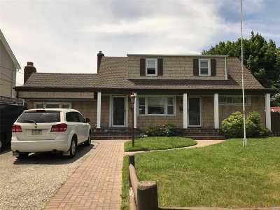 Lindenhurst Multi Family Home For Sale: 753 S Walnut St