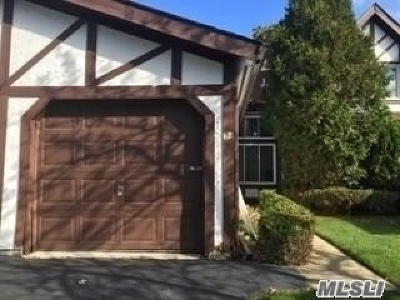 Middle Island Condo/Townhouse For Sale: 38 Briar Hill Ct