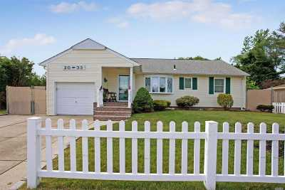 East Meadow Single Family Home For Sale: 2033 Central Dr