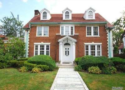 Forest Hills Single Family Home For Sale: 60 Exeter St