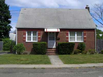 Huntington Single Family Home For Sale: 21 Bogart St