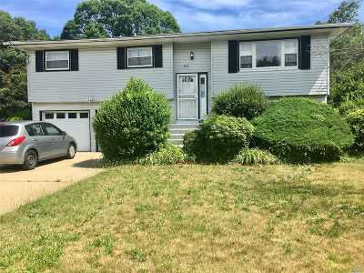 Bay Shore Single Family Home For Sale: 433 Spur Drive