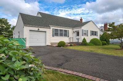 West Islip NY Single Family Home For Sale: $419,000