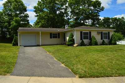 Farmingville Single Family Home For Sale: 20 Lehigh Ln