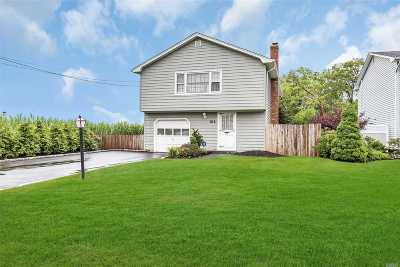 Oakdale Single Family Home For Sale: 104 Middlesex Ave