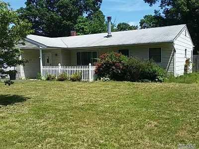 Bayport Single Family Home For Sale: 571 Bayport Ave