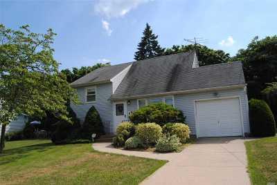 East Islip Single Family Home For Sale: 114 E Adams St