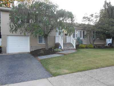 West Islip Single Family Home For Sale: 832 Pease Ln