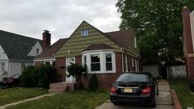 Freeport Single Family Home For Sale: 51 Queen St