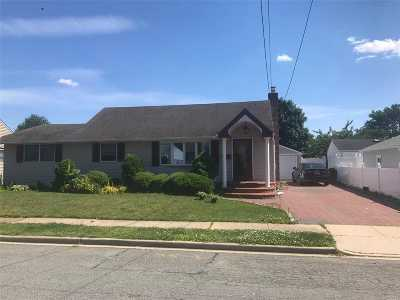 Hicksville Single Family Home For Sale: 22 Indiana St