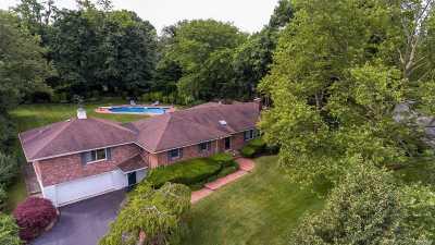 Huntington Single Family Home For Sale: 111 Dumbarton Dr
