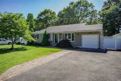 Bay Shore Single Family Home For Sale: 658 Hyman Ave