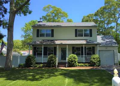 Center Moriches Single Family Home For Sale: 129 Holiday Blvd