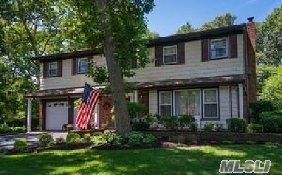 Smithtown Single Family Home For Sale: 8 Old Landers Ct
