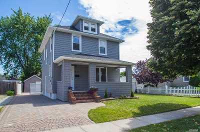 Lindenhurst Single Family Home For Sale: 212 S High St