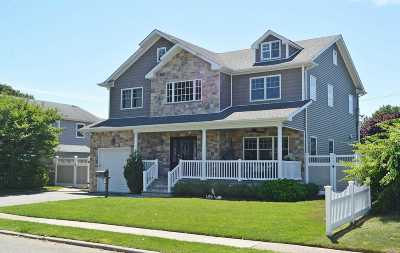 Syosset Single Family Home For Sale: 31 Arbor Rd